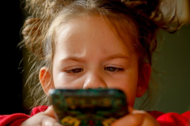 More than half of kids in a recent study used devices for an hour or more per day, including 15 percent who spent at least four hours a day on mobile devices. Photo by mirkosajkov/Pixabay
