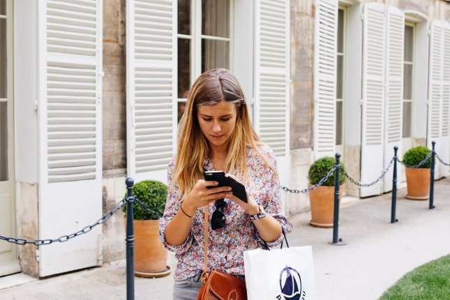 Overall, texting or browsing distracted pedestrians more than talking or listening to music, researchers say. Photo by StockSnap/Pixabay