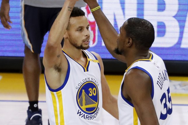 Golden State Warriors forward Kevin Durant (R) is greeted by Golden State Warriors guard Stephen Curry (L) after Durant scored a three point jumper against the Memphis Grizzlies during the first half of the NBA basketball game between the Memphis Grizzlies and the Golden State Warriors at the Oracle Arena in Oakland on January 6, 2017. EPA/JOHN G. MABANGLO