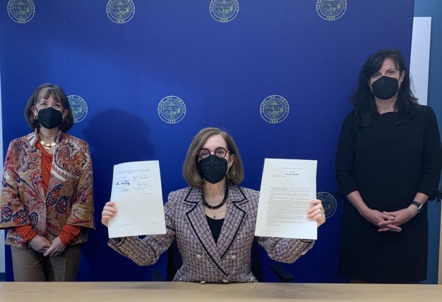 Oregon Gov. Kate Brown signed redistricting bills passed by the legislature Monday. Photo by Governor Kate Brown/Twitter