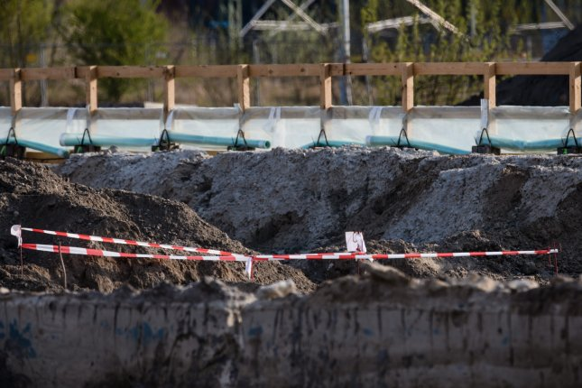 German police defuse WW II bomb after evacuating central Berlin