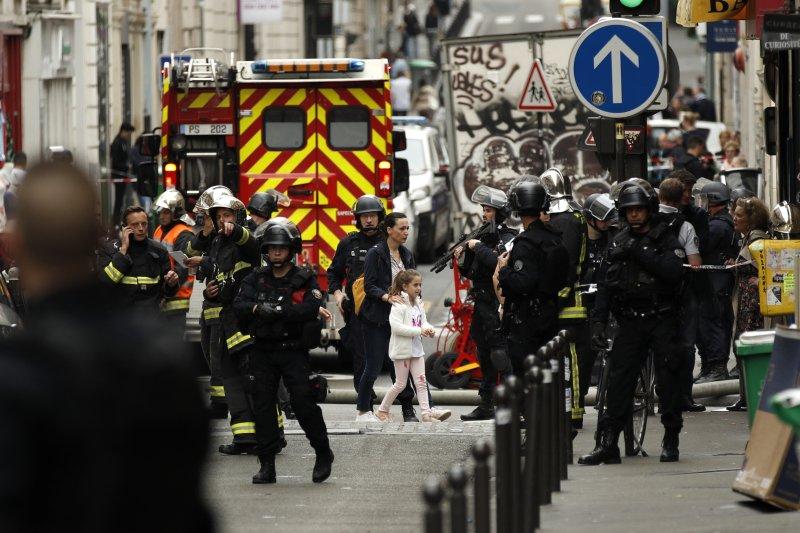 Paris Hostage Situation Ends Without Bloodshed Upi