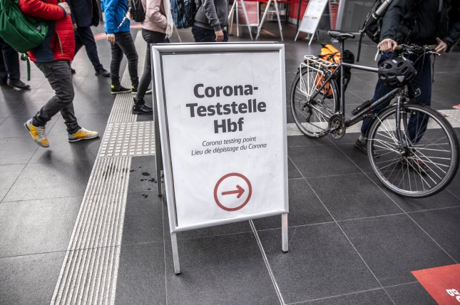 A sign directs people to a coronavirus test station at the central train station, in Berlin, Germany. Photo by Omer Messinger/EPA-EFE