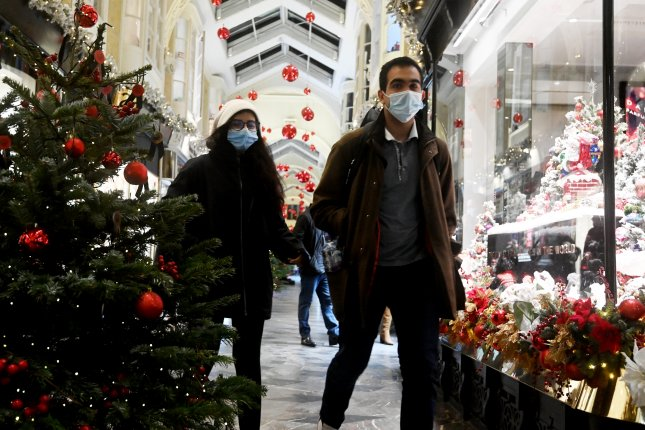 People are shopping in Burlington Arcade in London on Saturday after British Prime Minister Boris Johnson delivered a televised statement announcing Tire 4 coronavirus restrictions, starting Sunday and lasting past Christmas. Photo by Facudo Arrizabalaga/EPA-EFE