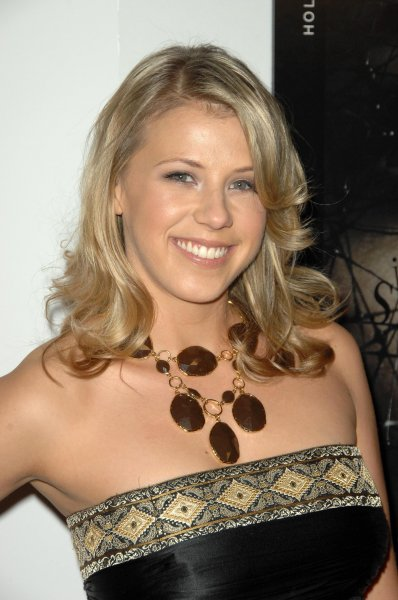 Jodie Sweetin at the Hollywood Life Hollywood Style Awards on October 12, 2008. The Fuller House star has responded to Miley Cyrus after the singer posted an unflattering photo of Sweetin during a party from years ago. Photo by s_bukley/Shutterstock.com