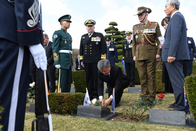 South Korea's Patriots and Veterans Affairs Minister Park Sam-deuk offers flowers at the grave of Australian war dead prior to attending the Turn Towards Busan ceremony at the U.N. Memorial Cemetery in Busan on Monday. Photo by Yonhap