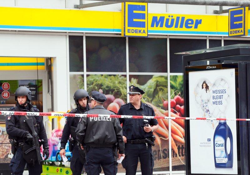 1 killed, multiple injured in Hamburg knife attack