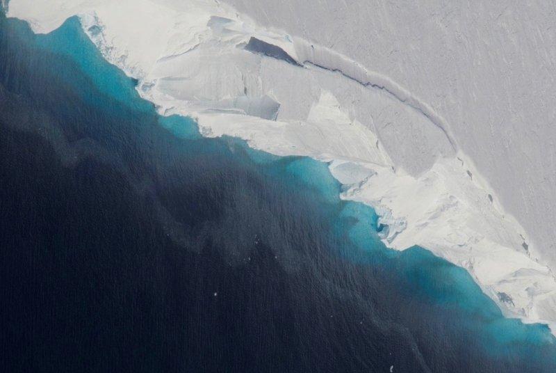 Radar analysis: researchers find giant cavity in Antarctic glacier