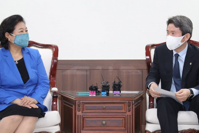 South Korean Unification Minister Lee In-young (R),meets with with Hyundai Group chief Hyun Jeong-eun in Seoul on Tuesday. Photo by Yonhap/EPA-EFE