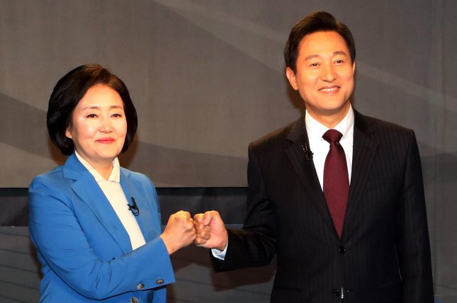 Park Young-sun (L) of the ruling Democratic Party and Oh Se-hoon (R) of the main opposition People Power Party intensified their verbal attacks during their final televised debate on Monday. File Photo by Yonhap/EPA-EFE