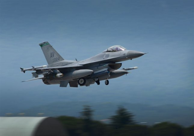Officials: F-16 pilot who crashed in Michigan declared dead