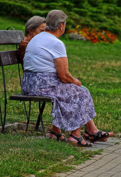 More time sitting down may increase risk for heart disease and diabetes in older women. Photo by anaterate/Pixabay