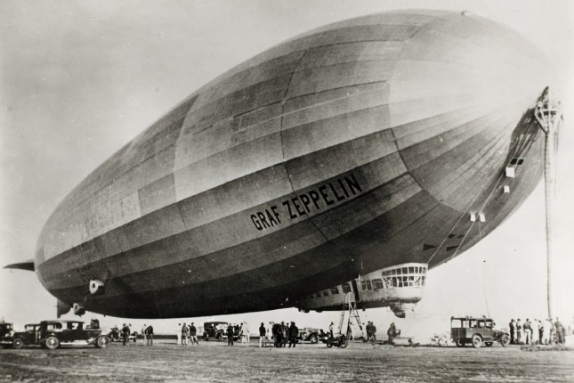 La suite des mot sans e-r - Page 12 On-This-Day-Graf-Zeppelin-completes-around-the-world-flight