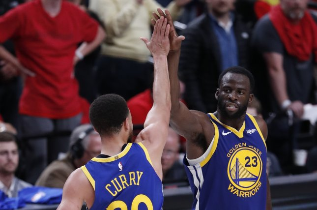 Golden State Warriors guard Stephen Curry (L) scored a game-high 26 points in a win over the Los Angeles Lakers on Monday in Los Angeles. Photo by John G. Mabanglo/EPA-EFE