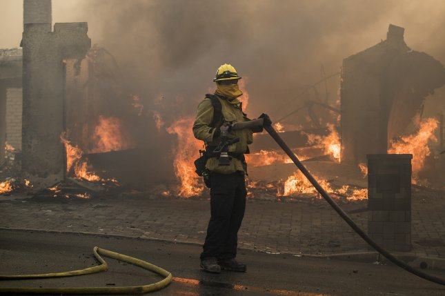 Los Angeles mayor: Fire burns at least 4 homes