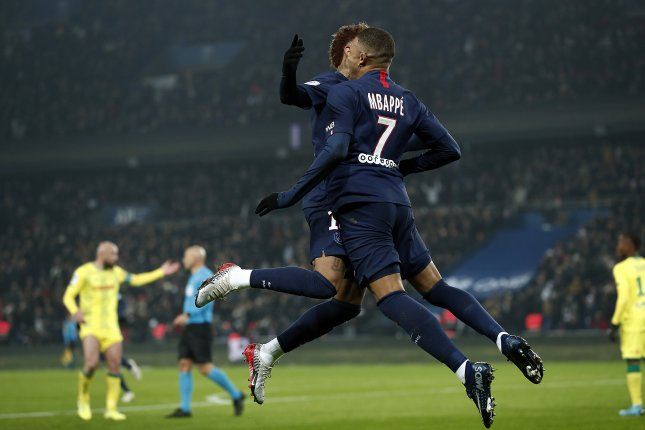 Video: Cavani Scores First Goal for PSG After Failed ... |Psg- Lyon