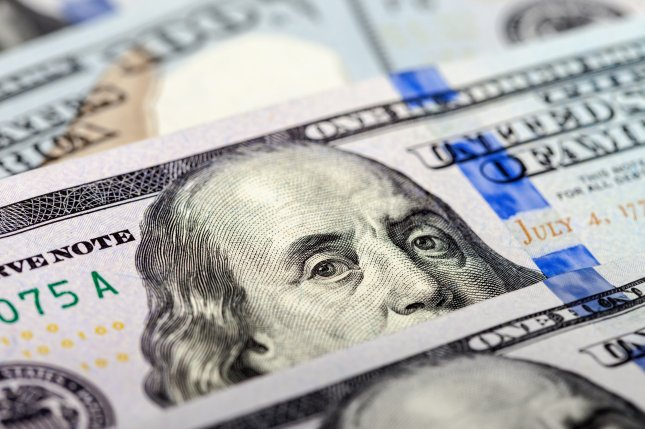 New research suggests dangerous pathogens can grow on paper money. Photo: FotograFFF/Shutterstock