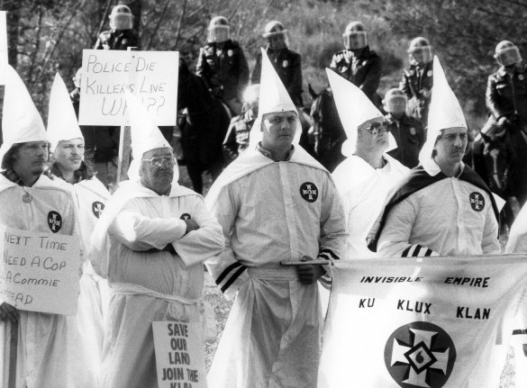 kkk klu klux klan essays Ku klux klan essay topics black people and prejudice the second kkk flourished nationwide in the early and mid-1920s members adopted white costumes.