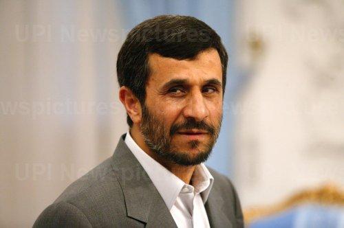 Iran's President Mahmoud Ahmadinejad meets Chinese Foreign Minister Yang Jiechi in Tehran