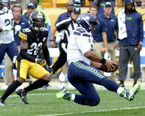 Seattle Seahawks Russell Wilson Runs For First Down