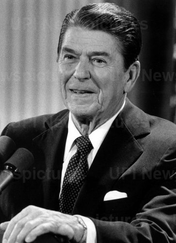 PRESIDENT REAGAN SAYS HE WILL KEEP TROOPS IN LEBANON