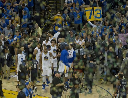 Golden State Warriors set season win record with 73