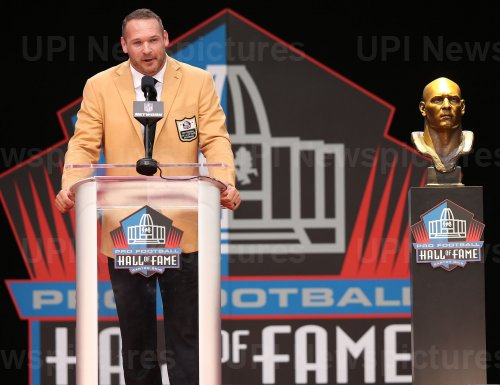 Brian Urlacher is inducted into the Pro Football Hall of Fame