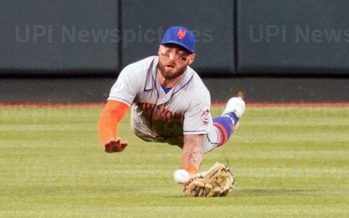 New York Mets Centerfielder Kevin Pillar Dives For Baseball