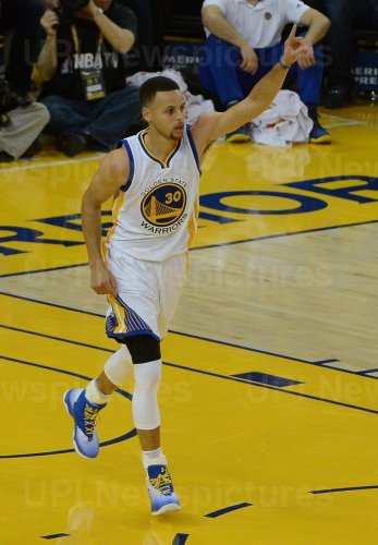 Warriors Stephen Curry celebrates