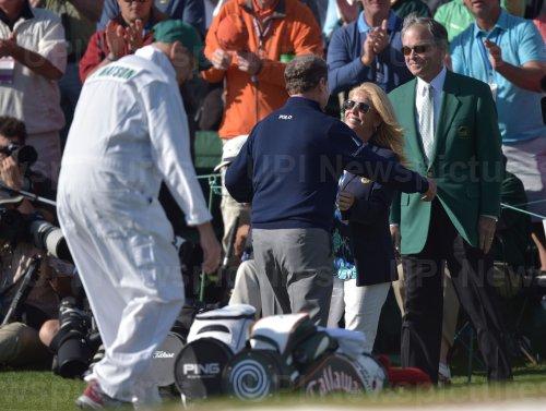 Tom Watson hugs Hilary Watson in his final Masters