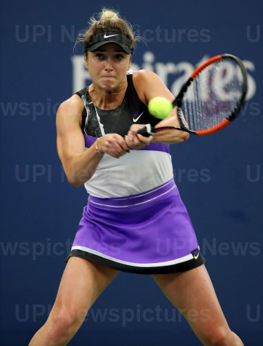 Elina Svitolina hits a forehand at the US Open