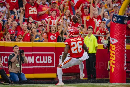 Chiefs Damien Williams blows past the 49ers defense