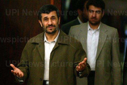 Iran's President Ahmadinejad meets Iraqi Shiite leader Abdel Aziz al-Hakim