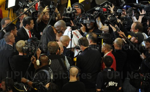 Los Angeles Lakers Kobe Bryant gives his daughter, Natalia, a kiss at the end of his final game against the Utah Jazz
