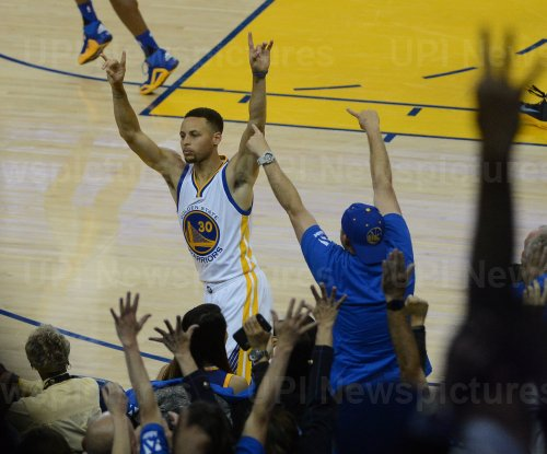 Warriors Stephen Curry hits his 400th three point shot