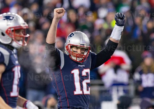 Patriots Brady celebrates in AFC Divisional playoff