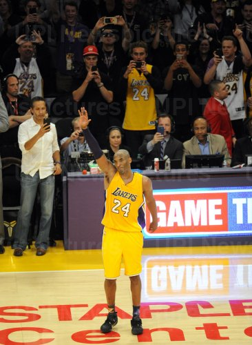 Los Angeles Lakers Kobe Bryant says goodbye to the fans at the end of his final game against the Utah Jazz