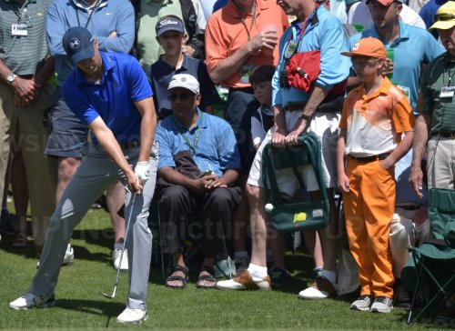 Jordan Spieth chips to the 6th green at the Masters