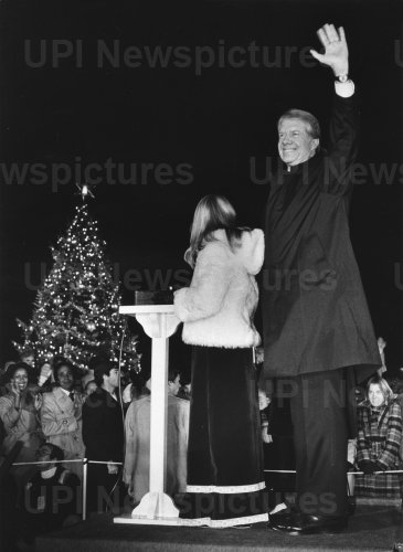 Amy Carter lights the National Christmas Tree in 1978