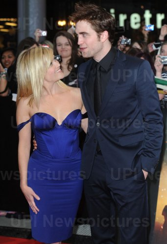 """Robert Pattinson and Reese Witherspoon attend """"Water For Elephants"""" premiere in London"""