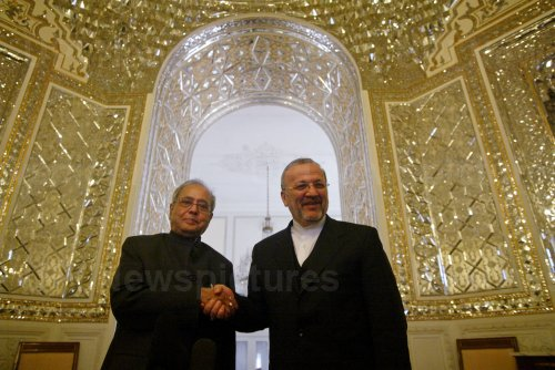 Iran's Foreign Minister Manouchehr Mottaki meets Indian Foreign Minister Mukherjee in Tehran