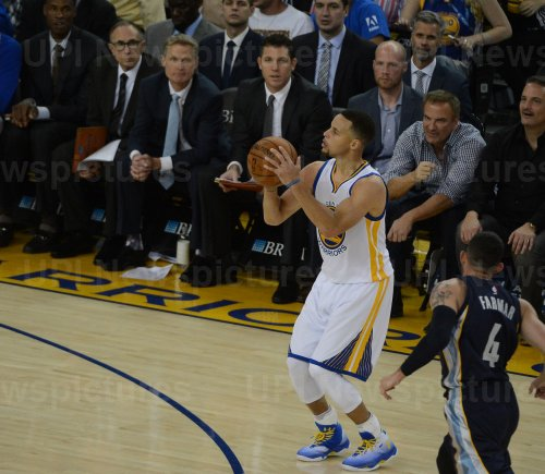 Warriors Stephen Curry hits his 399th three point shot