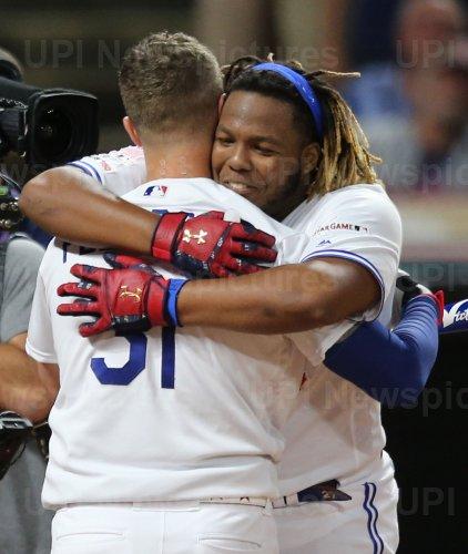 Blue Jays' Vladimir Guerrero Jr. hugs Dodgers' Joc Pederson during MLB All-Star Home Run Derby