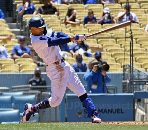 Dodgers Hold Off Rangers For 5-3 Victory