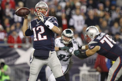 Patriots Brady passes against Eagles