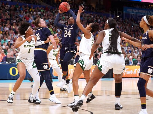 Notre Dame's Arike Ogunbowale drives to the baskset in the NCAA Women's Basketball Championship
