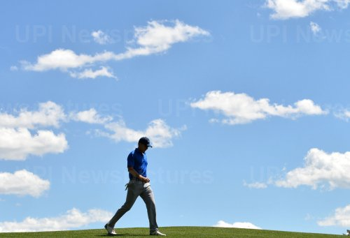 Jordan Spieth walks to the 4th green at the Masters