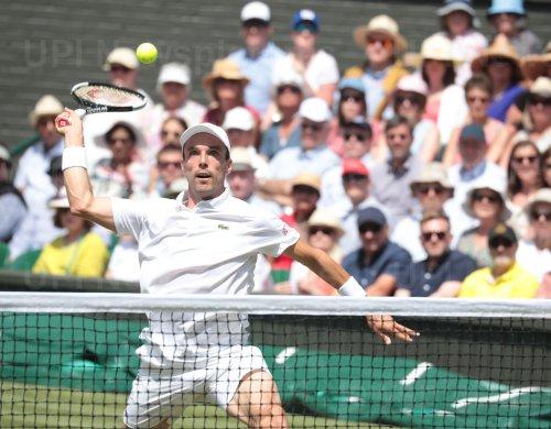 Roberto Bautista-Agut returns the ball in his Semi-Final match against Novak Djokovic