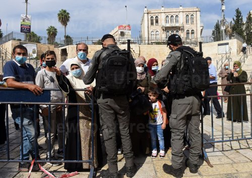 Israeli Border Police Stop Palestinian Muslims From Entering The Old City of Jerusalem