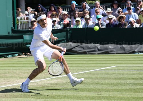 Taylor Fritz in second round action against Jan-Lennard Struff